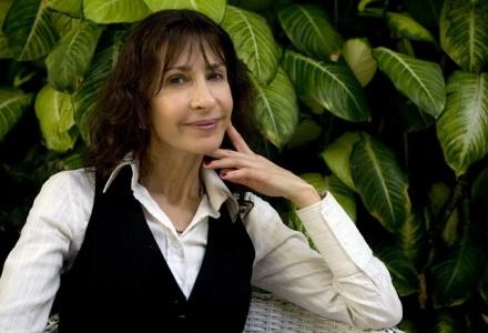 Carla-Guelfenbein-asegura-que-la-literatura-de-cada-autor-es-la-historia-que-vivió