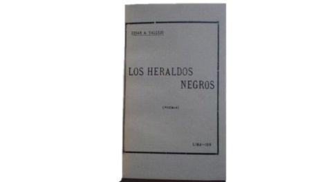 """""""Hay golpes en la vida, tan fuertes... ¡Yo no sé!"""" Aunque impreso en 1918, el primer libro del poeta peruano César Vallejo no salió a la venta hasta 1919"""